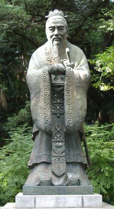 Confucius_Statue_at_the_Yushima_Seido_300dpi.jpg