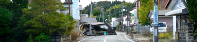 Fukushima_maison-sur-route.jpg